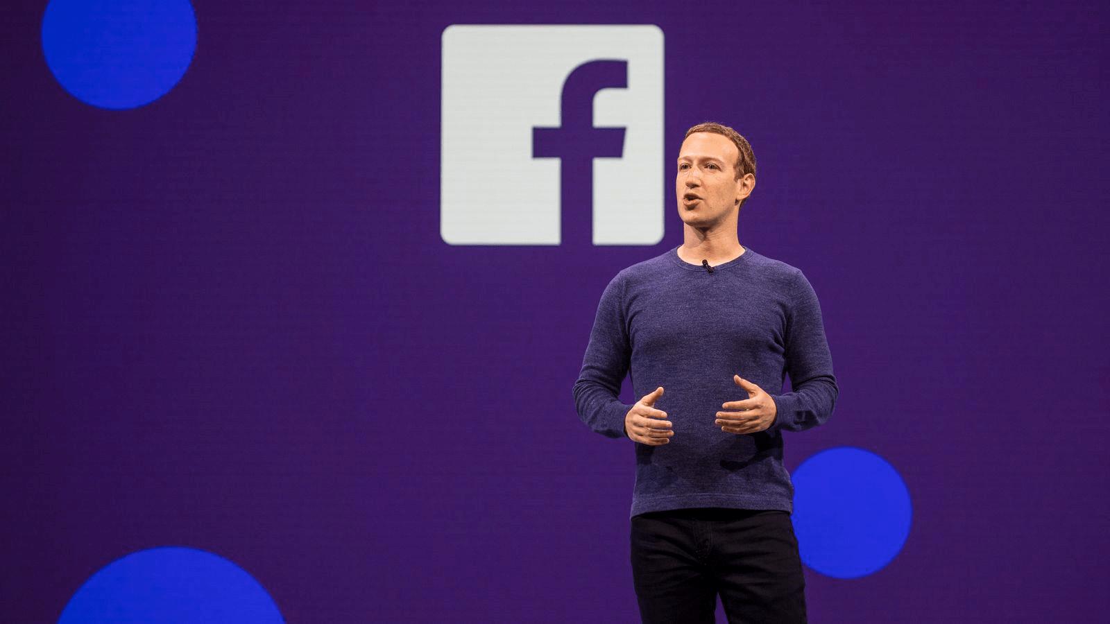 Dueño de Facebook dando una conferencia