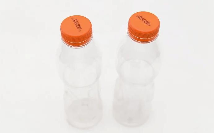 Necesitaremos dos botellas de plasticos iguales