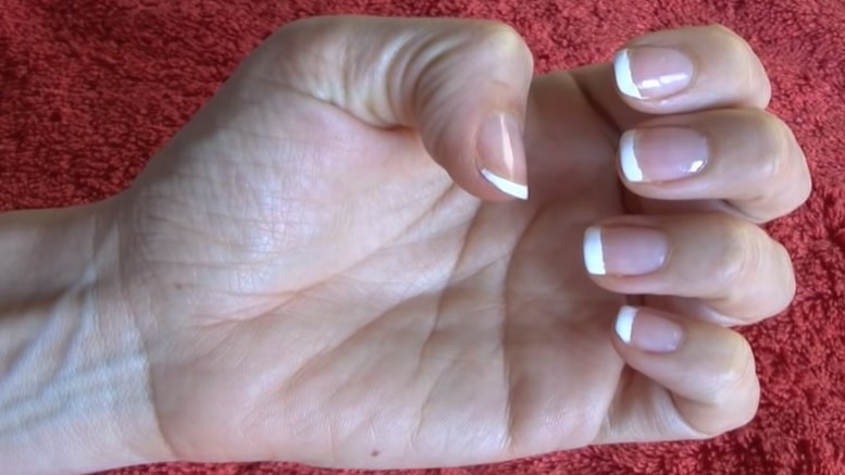 La manicura francesa es un verdadero clásico que otorga una gran belleza a las manos, desde la simplicidad; por lo que resulta ser una opción ideal para todas y un verdadero acierto al momento de arreglar las uñas, para mujeres de todas las edades.