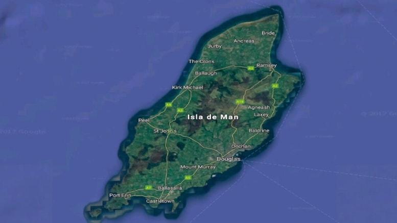 La Isla de Man forma parte de las dependencias de la Corona Británica, ubicada entre Irlanda y Gran Bretaña. Está formada por una isla principal y algunos islotes que son parte de su geografía, en las que se evidencia un ambiente monumental para salir de aventuras, una marcada influencia celta.